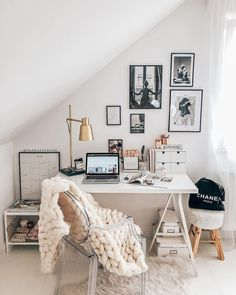 Cozy chic home office – Nora K. Cozy chic home office – Home Office Design, Home Office Decor, Office Ideas, Desk Ideas, Cozy Home Office, Desk Office, Office Chic, Office In Bedroom Ideas, Work Desk Decor