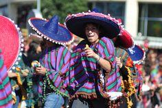 En México no hay festejo que se deje pasar, y el #carnaval es uno de ellos. Momento en el que todos y cada uno de los habitantes son parte de bailes, procesiones de carrozas, trajes de colores y diversión a más no poder. Es una actividad que invita a pasarla bien, y que ¡no debes perder!