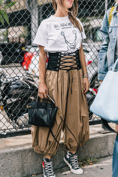 New York Street Fashion New York Street Style, Street Style 2017, Street Style Women, Estilo Fashion, Dope Fashion, Fashion Outfits, Ny Fashion, Fasion, Fashion Weeks