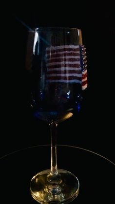 American Flag Decor, Glitter Wine Glasses, Wine Glass Crafts, Dollar Tree Crafts, July Crafts, Memorial Day, Diy Gifts, Alcoholic Drinks, Gifts For Her