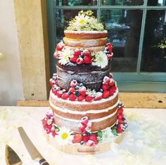 I love this wedding cake! - so gorgeous!! :D  (Tanya Burr's wedding cake)