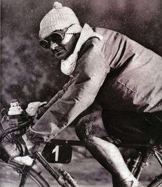 In 1953 manly men wore goggles and pom pom hats while riding bikes. Paris Brest, Winter Cycling, Old Images, Urban Legends, New Journey, Road Bikes, Old Things, History, Books