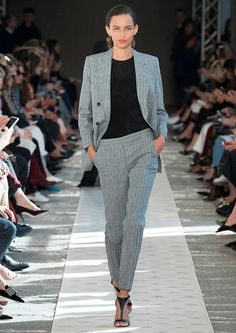 Max Mara just showed its latest collection in Milan and every model wore this old-school heel style. Fashion 2018, Work Fashion, Curvy Fashion, Runway Fashion, Plus Size Fashion, Womens Fashion, Milan Fashion, Corporate Wear, Chanel