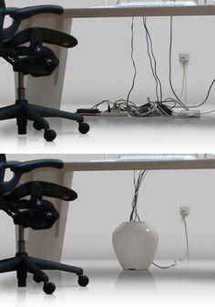 BALMUDA Colony   からみあったスパゲッティのような机の下。「混乱」という題名の芸術作品のようです。Colonyは、混乱を静寂へと変える道具。この目的のために、デザインや素材選びが行われました。