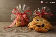 I Biscottoni all'Uvetta sono ideali da regalare ad amici o parenti come pensiero natalizio!