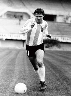 Nombre y apellido: RICARDO DANIEL BERTONI. Nació: 14/3/1955 en Bahía Blanca. Jugó: 30 partidos entre 1974 y 1982. Goles: 12. Mundiales: 1978 y 1982.
