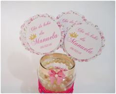 Plaquinha para enfeite de mesa, personalizada. Perfeita para enfeitar vasinhos e decorações da festa. <br>Plaquinha feita em duas camadas com palitinho de 15cm. <br> <br>* Faço em outras cores, consulte-nos.