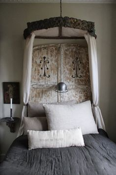 draped canopy beds - Contemporary lit a la Polonaise created from vintage artifacts and natural linen - K&Co via Atticmag Rustic Charm, Rustic Decor, Rustic Elegance, Interior And Exterior, Interior Design, Interior Photo, Ivy House, Bungalow, Decoration Design