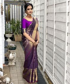 Absolutely stunning- 's one to one class with Bridal Sarees South Indian, Wedding Silk Saree, Tamil Wedding, Pattu Saree Blouse Designs, Bridal Blouse Designs, Kerala Engagement Dress, Engagement Saree, Pattu Sarees Wedding, Bridesmaid Saree