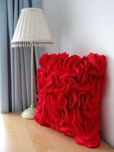 Keçeden kırmızı yastık – 10marifet