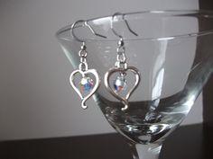 Silver heart earrings with crystals de la boutique BijouxdeBrigitte sur Etsy Belly Button Rings, Wine Glass, Boutique, Etsy, Tableware, Jewelry, Unique Jewelry, Hands, Locs