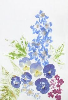 ragamuffins: Flower prints from 'pounded' flowers Real Flowers, Dried Flowers, Wreath Drawing, Pressed Flower Art, Adult Crafts, Nature Crafts, Flower Crafts, Fabric Art, Fabric Flowers
