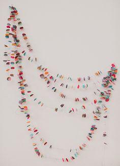 """Hoy os dejamos un tutorial de cómo hacer una """"Guirnalda de Confeti"""" que me ha encantado por su simplicidad y por su fascinante resultado."""