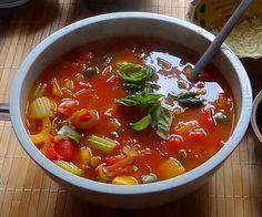 Minestra mit Bleichsellerie und Paprika,Obstsalat Suppe: Zwiebel,Paprika,Bleichsellerie,Tomaten, Dose mit ganzenTomaten,Knoblauch, Weißbrotwürfel, Parmesan gerieben, eigeneGemüsebrühe,Olivenöl, Pfe…