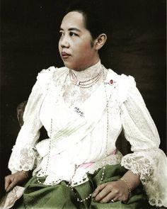 Queen Sirikit, Thai Traditional Dress, Thai Dress, Thailand, Royalty, Ruffle Blouse, King, Costumes, Portrait