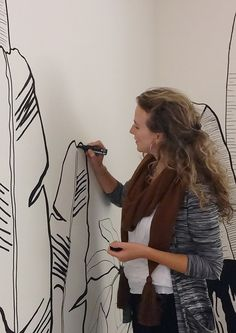 Mijn werk als illustrator herken je aan mijn lijntekeningen vol sfeer en detail. Ingekleurd met waterverf, potlood of digitale kleuren en soms alleen de lijn. Mijn illustraties verschijnen in media (tijdschriften, kranten, websites en televisie) en in de vorm van wandtekeningen. Ik werk voor klanten door heel Nederland en België,