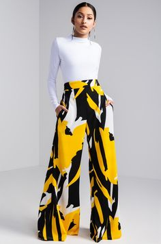 AKIRA High Rise Stretchy Waist Abstract Printed Geometric Wide Leg Pant in Black Yellow Side View Abstract Art Wide Leg Pant in Yellow Black Classy Outfits, Chic Outfits, Trendy Outfits, Modest Fashion, Fashion Dresses, Mode Top, Mode Outfits, Office Outfits, Mode Style