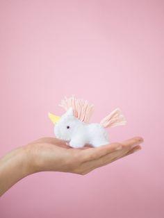 DIY-Anleitung für ein flauschiges Einhorn, Nähanleitungen / cute sewing tutorial: how to sew a magical unicorn via DaWanda.com