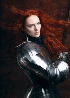 A beautiful redhead, Anna Vesna, perfectly photographed in practical armor! Female Armor, Female Knight, Lady Knight, Warrior Girl, Warrior Princess, Warrior Women, Medieval Armor, Medieval Fantasy, Character Inspiration