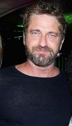 Gerard Butler-nice picture.
