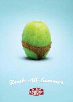 """裸になったキウイが全身で伝えた「夏」。ファーマーズマーケットのキュートなプリント広告。カナダのカルガリーで実施されたプリント広告。クライアントは「カルガリー・ファーマーズ・マーケット」。  夏という季節に合わせた表現で、「いつも新鮮なものがそろっている」というメッセージをコミュニケーションしました。そのビジュアルがこちら。   コピーは、""""Fresh All Summer.(夏中、ずっと新鮮。)""""  水着のかたちを残して皮を剥いたキウイで、「夏」を分かりやすく表現しました。皮を剥かれたフルーツの表面のみずみずしさも、新鮮さと夏感を感覚的に訴求しています。  たった1つのフルーツで描かれたお洒落でチャーミングなプリント広告"""