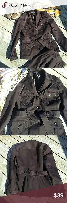 7-5 -17 CLOSET CLOSING Pants Suit Pants Suit Signature by Larry Levine. Very fine Quality in EUC. Chocolate Brown. Signature by Larry Levine Other