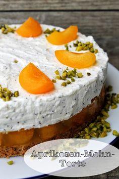 Aprikosen-Mohn-Torte – Schokokuss und Zuckerperle Apricot poppy seed cake – chocolate kiss and sugar pearl Great Desserts, No Bake Desserts, Delicious Desserts, Pie Cake, No Bake Cake, Lucky Food, Strawberry Crepes, Nutella Crepes, Poppy Seed Cake