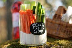 Vinkki puutarhajuhliin! Dippaa kasvikset kastikkeeseen ja ota mukaan piknikille tai puutarhajuhliin!  #Escential #PartyLite #dip #picnic #gardenparty