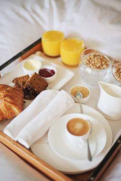 Late breakfast in bed on a lazy Sunday morning Good Morning Breakfast, Breakfast Tray, Mothers Day Breakfast, Good Morning Coffee, Perfect Breakfast, Bed And Breakfast, Breakfast Recipes, Coffee Time, Recipe Of The Day