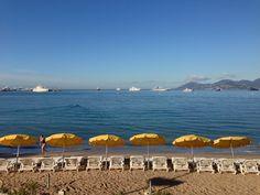 La plage tôt le matin un jour de Festival © Ville de Cannes 2013 // The beach early in the morning a day of Festival © Cannes 2013