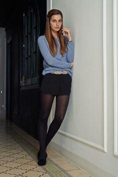 Saco casuel y falda negra de noche