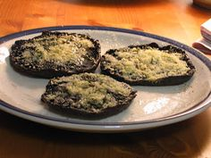 Parmesan Crusted Portobello Mushroom with White Truffle Oil: A very tasty Portobello Mushroom that can take the place of meat and will entice even your meat eat Real Food Recipes, Great Recipes, Vegetarian Recipes, Favorite Recipes, Summer Recipes, Healthy Appetizers, Appetizer Recipes, Truffle Oil, White Truffle