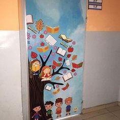 İlkokul ortaokul kapı giydirme çalışmalarımız Classroom Board, School Bulletin Boards, Classroom Displays, Classroom Decor, School Board Decoration, School Door Decorations, Welcome To School, Music Wall Art, School Doors
