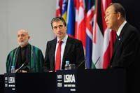Afganistanin presidentti Hamid Karzai Naton pääsihteeri Anders Fogh Rasmussen <br> ja YK: n pääsihteeri Ban Ki-moon