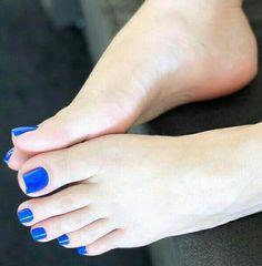 Pretty Toe Nails, Cute Toe Nails, Pretty Toes, Feet Soles, Women's Feet, Foot Pedicure, Nice Toes, Toe Nail Color, Foot Love