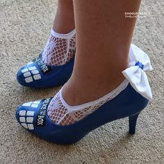 "Doodle Craft...: Doctor Who ""Something Blue"" TARDIS Wedding Shoes!"