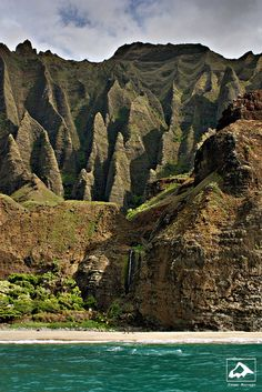 The Na Pali Coast on the northwest shore of #Kauai has some of the most dramatic landscapes in all of #Hawaii.