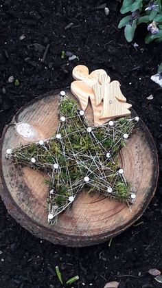 Grimm and fairy stuff to make for Christmas or winter solstice , eco craft decoration winter holzscheibe Diy Crafts To Do, Decor Crafts, Christmas Crafts, Christmas Ornaments, Noel Christmas, Rustic Christmas, Christmas Glasses, Winter Coffee, Navidad Diy