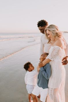 Family Beach Session, Family Beach Pictures, Beach Sessions, Beach Photos, Family Photos, Beach Picture Outfits, Family Picture Outfits, Picture Poses, Picture Ideas