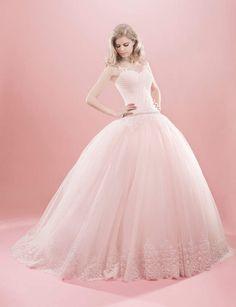 Gracieuse, Robe de mariée Eglantine, en tulle et dentelle, Aurélie Cherell. Environ 2695€.