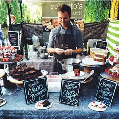 I like the larger signs that are sitting on the table. Farmers Market Display, Farmers Market Recipes, Bake Sale Displays, Paris Desserts, Bake Sale Packaging, Churros, Pastry Display, Stall Display, Cake Stall