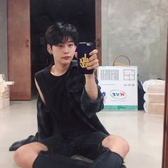 """Gefällt 4,643 Mal, 80 Kommentare - Seoulitestudio [서울라이트] (@zeze_hi) auf Instagram: """"호박을 찾아보세요"""" Street Style Boy, Disney Princes, Ulzzang Boy, Asian Boys, Pretty Boys, Asian Fashion, Pretty People, Avatar, Boy Or Girl"""