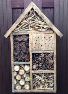 Bug Hotel for attracting Good Bugs.seems to be more compact than the one out of pallets Garden Insects, Garden Bugs, Garden Pests, Garden Art, Garden Design, Bug Hotel, Outdoor Projects, Garden Projects, Bee House