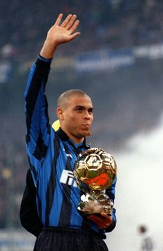 Ronaldo Internazionale with Ballon D'or Football Drills, Football Icon, Best Football Players, World Football, Soccer World, Football Stadiums, Soccer Players, Football Soccer, Ronaldo Inter