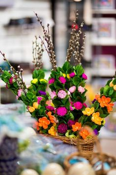 Folkstar - Palma wielkanocna z bibuły - żółte i pomarańczowe kaczeńce Polish Folk Art, Light Spring, Easter Crafts, Flower Patterns, Ethereal, Paper Flowers, Things To Come, Table Decorations, Drawings
