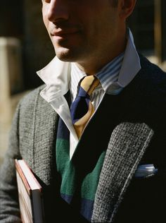 Drake's is a purveyor of classic British elegance. A maker and haberdasher, Drake's handcrafts some of the world's finest shirts, ties and accessories. Estilo Ivy, Estilo Preppy, Preppy Boys, Ivy League Style, Ivy Style, Men's Style, Preppy Mens Fashion, Men's Fashion, Prep Style