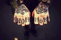Seleção de tatuagens nas mãos (16)