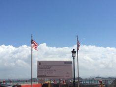 Muelle número tres, banderas en orden, altura y hora establecidos. 2:22pm