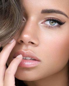 """Ilona Teunissen Fotografie on Instagram: """"ʙᴇᴀᴜᴛʏ ᴄʜᴀɴᴛᴀʟ  Model: @chantalvdalen MUAH: @sandrabierens_muah Retouch: @olgabasik_retouch . .  Skin;@ctilburymakeup…"""" Nude Lip, Woman Face, Pretty Face, Lip Gloss, Lips, Makeup, Oriental, Portraits, Album"""