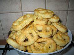 Gerdi süti: Sajtos perec Onion Rings, Bagel, Bread, Cookies, Ethnic Recipes, Pizza, Crack Crackers, Brot, Biscuits